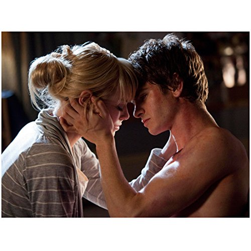 Emma Stone 8 inch x10 inch PHOTOGRAPH The Amazing Spider-Man (2012) About to Kiss Shirtless Andrew Garfield kn