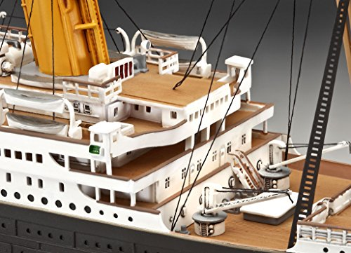 """Revell Modellbausatz Schiff 1:400 – Geschenkset """"100 Jahre TITANIC"""" im Maßstab 1:400, Level 5, originalgetreue Nachbildung mit vielen Details, Kreuzfahrtschiff, 05715 - 5"""