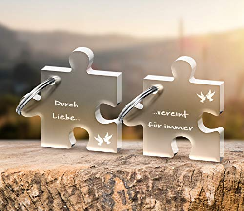CHRISCK design 2 Schlüsselanhänger Puzzle mit Gravur Vereint durch Liebe aus massivem Acrylglas schöne Geschenk-Idee zu Valentinstag für Paare, Freunde Beste Freundinnen Liebe Valentinstagsgeschenk