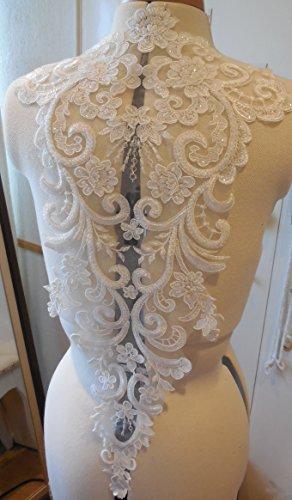 Applique en dentelle couleur ivoire avec sequins et motifs floraux brodés
