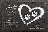 Pokal Center Westerheider Tiergrabstein Hundepfoten im Herz, Grabsteine für Hunde, Gedenktafel aus Naturschiefer, mit personalisierten Text, 30x20cm
