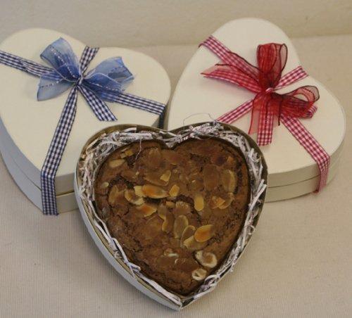 「ハートブラウニー in Heart Box」サクッと軽い甘さ控えめハート型のブラウニー(バレンタインにオススメのハート型箱入りチョコレートの焼き菓子ギフト)