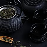 Lumaland Tee Set 12-teilig – 1,4 Liter Gusseiserne Teekanne, Stövchen, Dosierlöffel, Sieb, 4 Teebecher und 4 Untersetzer - 3