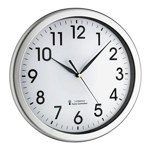 TFA Dostmann Analoge Funk-Wanduhr,60.3519.02, mit grüner Hintergrundbeleuchtung, leises Uhrwerk, Funkuhr Kunststoff, silber