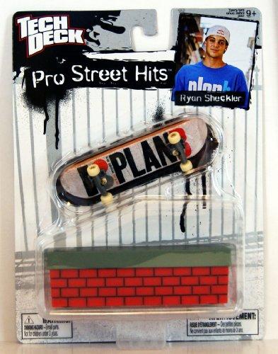 Tech Deck - 42173 - 96 mm Fingerboard - Pro Street Hits - Ryan Sheckler - 'Plan B' Fingerboard - mit Wall
