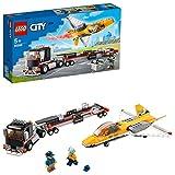 LEGO 60289 City Camión de Transporte del Avión Acrobático, Camión de Juguete con Remolque y...