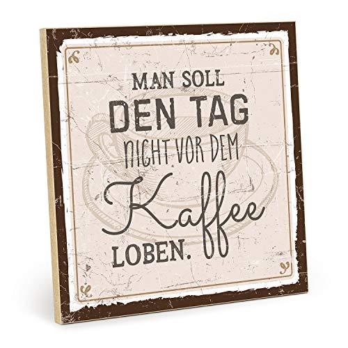TypeStoff Holzschild mit Spruch – Man SOLL DEN Tag Nicht VOR DEM Kaffee LOBEN – im Vintage-Look mit Zitat als Geschenk und Dekoration (Größe: 19,5 x 19,5 cm)