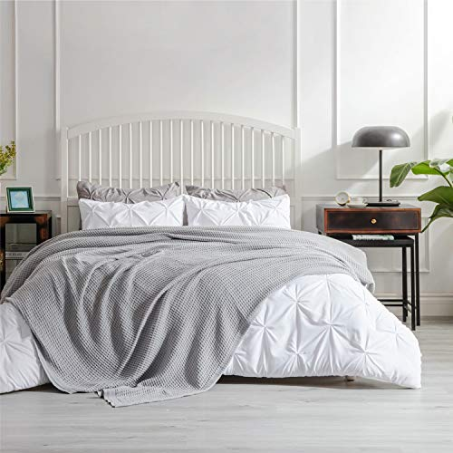 BEDSURE Baumwolle Decke Sommer Tagesdecke– dünne Sommerdecke leichte Kuscheldecke, XXL Universale Baumwolldecke Sofadecke Couchdecke Hellgrau 220x240 cm