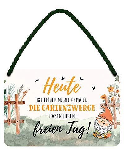 Die Gartenzwerge haben ihren freien Tag - witziges Metallschild mit Kordel und Saugnapf - lustiges Retro Deko Hängeschild - Dekoration für Balkon Terrasse Garten Schrebergarten Haustür - 18x12cm