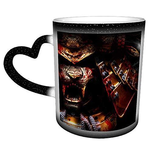 Ein erschreckender goldener Samurai-Helm mit einem Tiger mit Sh N Cooler Kaffee & Tee...