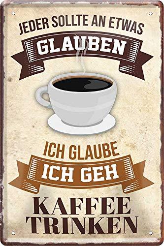 """Blechschilder Lustiger Kaffee Spruch """"Jeder sollte an etwas glaube. Kaffee Trinken"""" Deko Metallschild Caffee Cafe Schild Küche Geschenk zum Geburtstag oder Weihnachten 20x30 cm"""