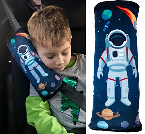 HECKBO® Weltraum Space Astronaut Auto Schlafkissen für Kinder - maschinenwaschbar – kuschelweich - hochwertiges Auto Gurtkissen Gurtschoner Gurtkissen Gurtschutz Auto Kissen, Reisekissen - 30cm x 12cm