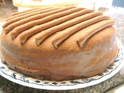 (お菓子工房ロリアン)しっとりチョコケーキ スフレショコラ(直径18cm 高さ5.5cm)