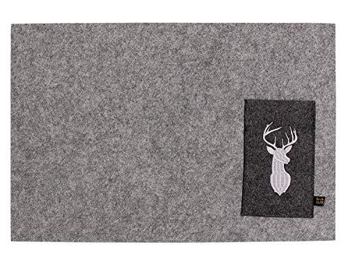 Luxflair Schönes 4er Set Filz Platzset, Graumeliert mit bestickter Bestecktasche Motiv Hirsch, waschbar. Platzmatte je 30x45cm, Bestecktasche 9,5x15,5cm.