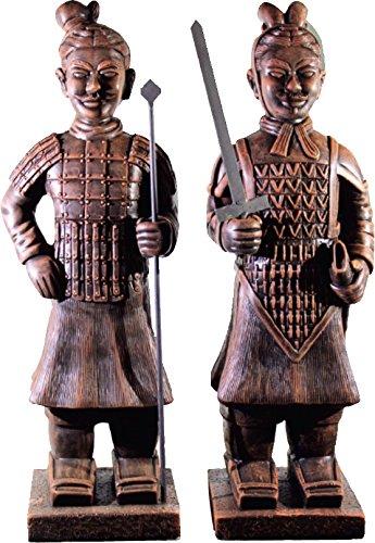 DEGARDEN AnaParra Figura Decorativa Guerrero de Terracota con Lanza de hormigón-Piedra para jardín o Exterior 82cm. Teja