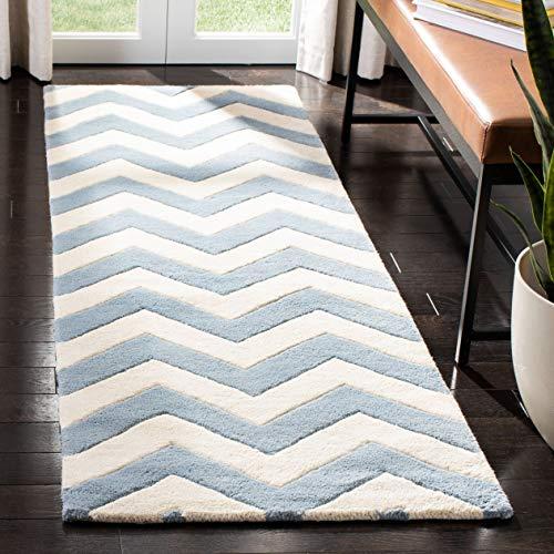 Safavieh Chevron-Streifen Teppich, CHT715, Handgetufteter Wolle Läufer, Blau/Elfenbein, 68 X 213 cm