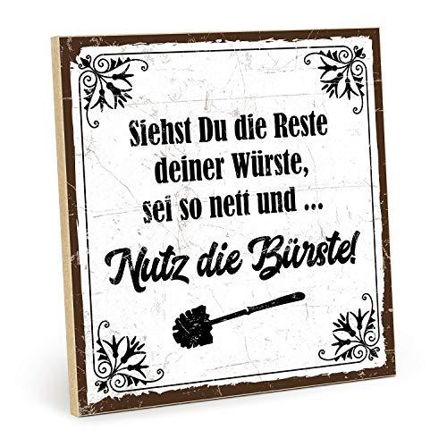 TypeStoff Holzschild mit Spruch – Nutz DIE BÜRSTE – im Vintage-Look mit Zitat als Geschenk und Dekoration zum Thema Toilette (19,5 x 19,5 cm)