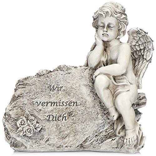 com-four® Grab Dekoration sitzender Engel, Gedenkstein mit Trauerengel, Flügeln und Rosen, wetterfester Grabschmuck, Trauerstein mit Gedenkspruch (1 Stück - Engel Wir vermissen Dich)
