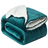 Bedsure Manta Reversible de Franela/Sherpa 220x240cm - Manta para Cama 135/150 de 100% Microfibra Extra Suave - Manta de Felpa Verde Oscuro