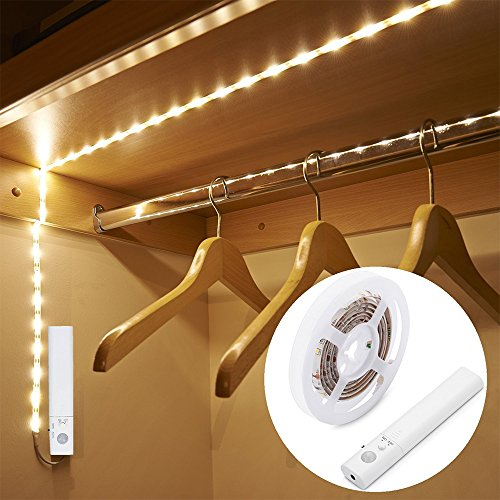 Blusea Striscia Luminosa LED 1m 30 LED Flessibile, Luce Notte LED Guardaroba con Sensore di Movimento, Batteria Caricata per Armadio,Scale, Corridoio, Cucina, Garage etc-Auto/On/off (Luce Calda)