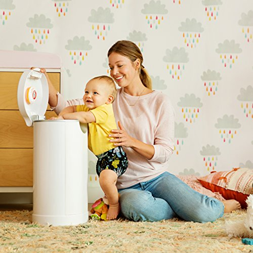 Munchkin Diaper Pail Starter Set, Powered by Arm & Hammer, 1 Month Refill Supply