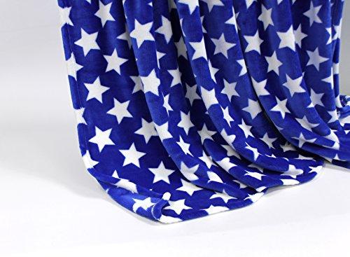 Feinste Mikrofaserdecke Kuscheldecke Tagesdecke, extra dick mit Silk/Cashmere Touch, ca. 150 x 200 cm, blau mit weißen Sternen