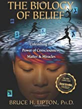 By Bruce H. Lipton - The Biology of Belief: Unleashing the Power of Consciousness, Mat (5th Edition) (1905-07-16) [Hardcover]