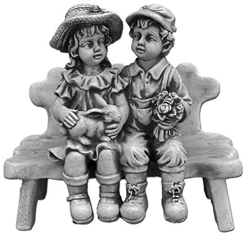 gartendekoparadies.de Massive Steinfigur Junge mit Mädchen auf Bank Steinguss frostfest