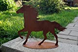BADEKO Edelrost Pferd laufend auf Platte Garten Mustang Hengst Metall Dekoration Rost Tierfigur