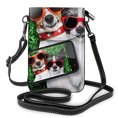 AOOEDM Small Cell Phone Purse, bolso cruzado para teléfono móvil, dos perros, gafas de sol rojas en verde prado, pequeños bolsos cruzados para mujer, bolso de hombro Pu