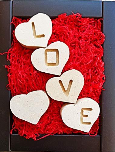 5 individuele harten handgemaakt in steen - Letters gegraveerd aan beide zijden spellen LOVE, AMORE of AMOUR - Inclusief geschenkdoos en gepersonaliseerde berichtkaart - Vrouw Man Vriend Vriendin Moederdag Nieuw Huis
