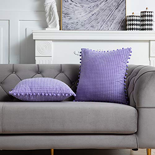 DEZENE 45x45cm Fundas de Almohada Decorativas con Pompones - Púrpura Cuadrado Paquete de 2 Fundas de Cojín de Granos de Maíz Grande a Rayas de Pana para Sofá de Granja