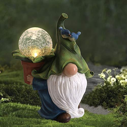 La Jolíe Muse Gartenfigur aus Harz – weihnachtlicher Tomte Gnom mit langem Bart mit Kristallkugel mit LED Lichtern, Festliche Außendekoration für Terrasse, Vorgarten, Garten, Geschenk zu Weihachten