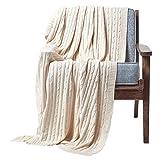 Homescapes gestrickte Tagesdecke, helle Wohndecke 130 x 170 cm in Creme, Strickdecke aus 100% Baumwolle, mit Zopfmuster, ideal als Sofaüberwurf, Kuscheldecke, Plaid oder Babydecke, cremeweiß