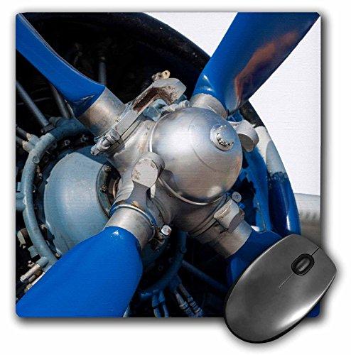 3 roos muismat blauw propeller van een vintage zuigermotor vliegtuig. Witte achtergrond, 20,3 x 20,3 cm (MP 272020 1).
