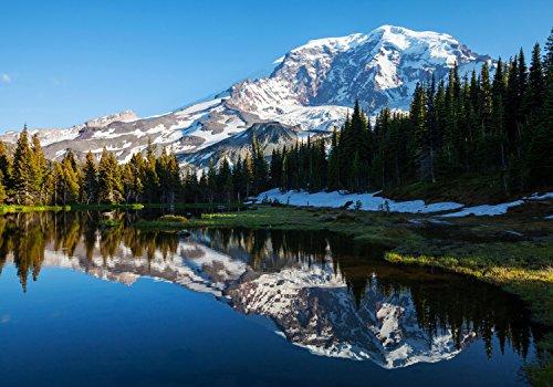 wandmotiv24 Fototapete Wald mit einem See auf einer Berglandschaft, XS 150 x 105cm - 3 Teile, Fototapeten, Wandbild, Motivtapeten, Vlies-Tapeten, Landschaft, Natur M0880