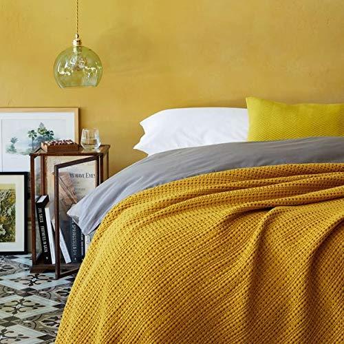 URBANARA 240x265 cm Tagesdecke/Plaid Anadia Senfgelb — 100% Reine Baumwolle — Ideal als Bettüberwurf oder Kuscheldecke — Stonewashed-Effekt — geeignet für Einzel- und Doppelbett