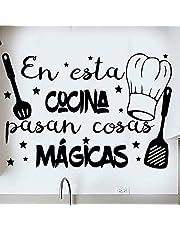 """Docliick® Frase Vinilo para cocina o restaurante""""EN ESTA COCINA PASAN COSAS MÁGICAS"""" Vinilos decorativos Docliick DC-18018"""