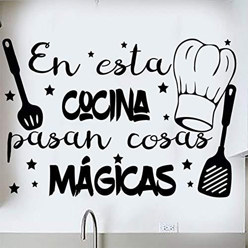 """Docliick® Frase Vinilo para cocina o restaurante""""EN ESTA COCINA PASAN COSAS MÁGICAS"""" Pegatina pared frases decorativas DC-18018 (30x20cm)"""