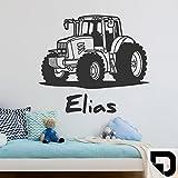 DESIGNSCAPE® Wandtattoo Traktor mit Wunschname | Wandtattoo Junge Kinderzimmer 90 x 60 cm (Breite x Höhe) schwarz DW808182-M-F4