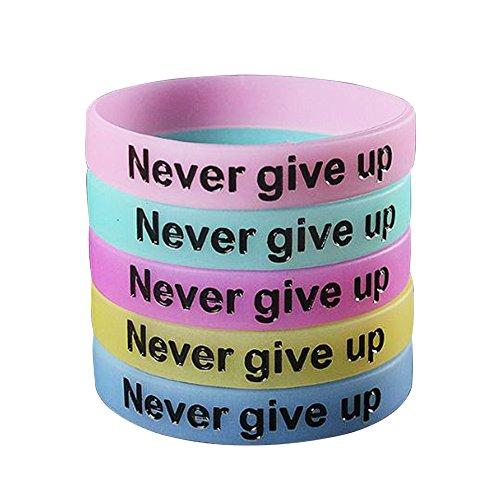 """SpringPear® 5X Silikonarmbänder Armbänder Nachts Leuchtend Sport Fitness mit Spruch """"Never give up"""" für Erwachsene Jugendliche 5 Stück in Blau Gelb Grün Violett Rosa"""