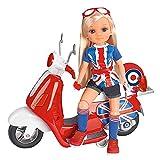 Nancy - Un día de Moto en Londres, la muñeca Incluye Scooter roja con Ruedas móviles y Espacio para Guardar pequeños Accesorios, Casco, Gafas y Pegatinas para Personalizar, Famosa (700013860)