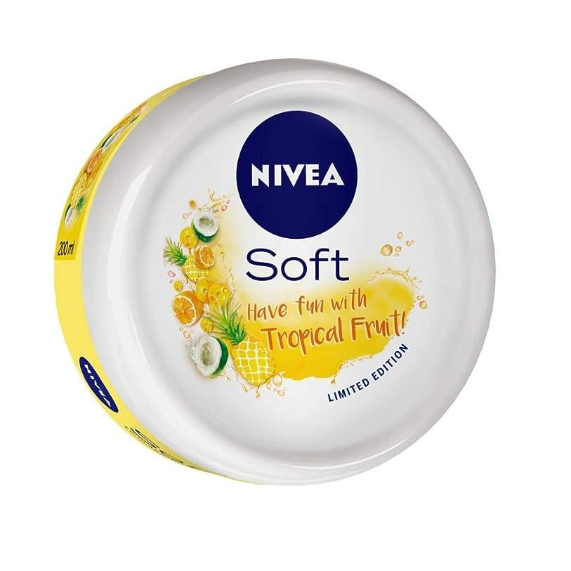 環境に優しいガード与えるNIVEA Soft Light Moisturizer Tropical Fruit With Vitamin E & Jojoba Oil, 200 ml