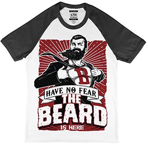 Have No Fear The Beard IS Here Estilo Béisbol Camiseta - Blanco/Negro, X-Large