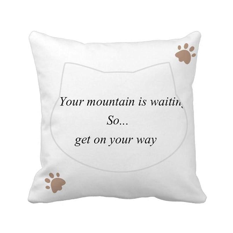踏み台食事ドロップ山へ行く途中であなたを得ます 枕カバーを放り投げる猫広場 50cm x 50cm