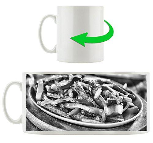 Monocrome, Fleischpfanne mit Paprika, Motivtasse aus weißem Keramik 300ml, Tolle Geschenkidee zu jedem Anlass. Ihr neuer Lieblingsbecher für Kaffe, Tee und Heißgetränke