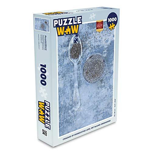 Puzzel 1000 stukjes volwassenen Chiazaad 1000 stukjes - Chiazaad op doorzichtige lepel met blauwe ondergrond - PuzzleWow heeft +100000 puzzels - legpuzzel voor volwassenen - Jigsaw puzzel 68x48 cm