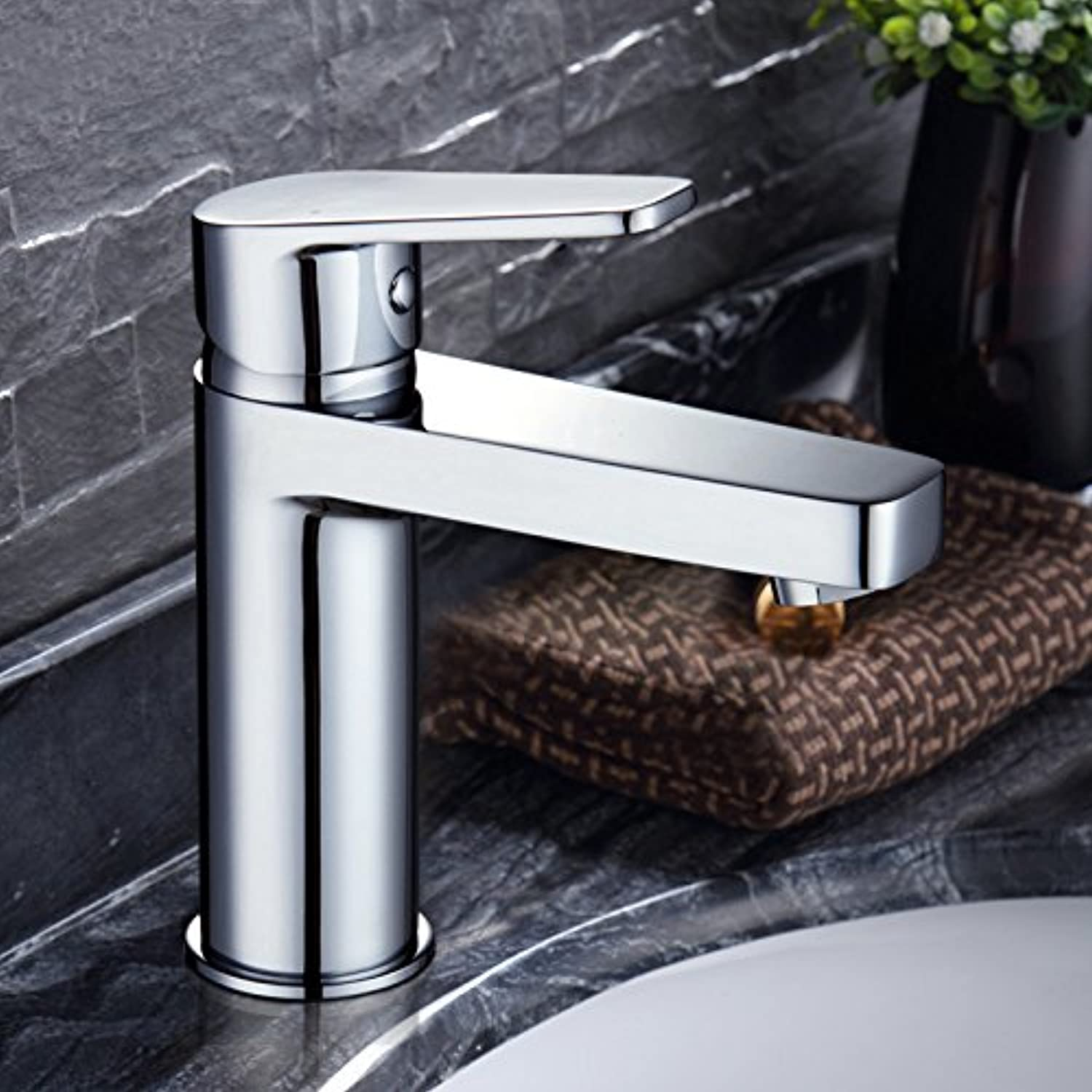 Von YIRUI basin Taps Brass basin faucet hot and cold wash basin wash faucet, send water soft 2 root