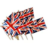 Kleine Union Jack Flaggen auf Holzstäbchen - 12er Set/Handwinkel-Mini-Banner/je Stab 30 cm lang/je Flagge ca. 14 cm x 21 cm/Britisches Souvenir aus London England UK