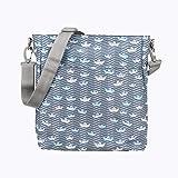 Kiwisac Trendy Marina Bolso para Carro de Bebé Universal Diseño Original de Barquitos de Papel en tono Azul Bolso Organizador con Cambiador, Bandolera Ajustable y Cintas de Sujeción 36x11x32 cm